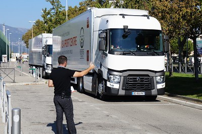 D�part de l'un des 28 concurrents � l'Optifuel Challenge organis� par Renault Trucks.