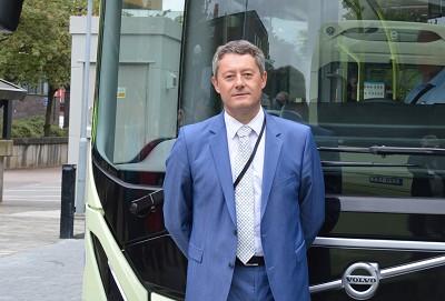 Patrick Damian arrive alors que Volvo Bus lance de nouveaux produits dont le bus ElectriCity (photo Gilbert).