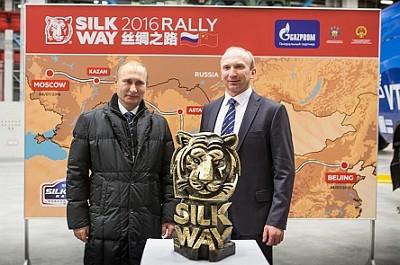 Vladimir Poutine au d�part du Silk Way Rally (Photo X D.R.)