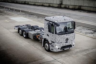 Le premier camion lourd 100 % �l�ctrique de Mercedes en essais sur les pistes du constructeur en Allemagne . (Photo X D.R.),