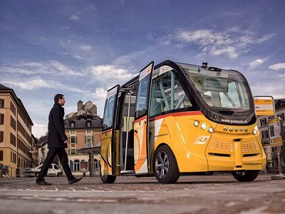 Le minibus automatique Navya lors des tests r�alis�s � Sion, en Suisse, il pourrait �tre adopt� par la RATP et par Transdev ((Photo X D.R').