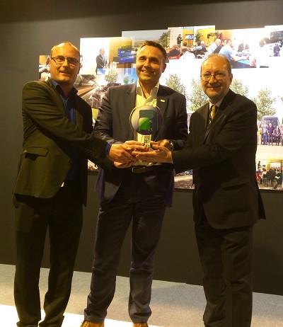 De gauche à droite : Tom Terjesen, président du jury, Sylvain Blaise, responsable Iveco Bus et Miguel Sáez, directeur de la revue Autobuses & Autocares (photo Gilbert).