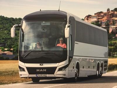 Les trois essieux sont le Lion's Coach C et L de 13,40 m et 13,90 m.