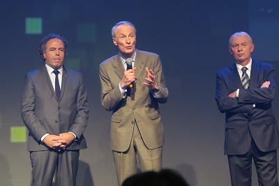 Le prix « Homme de la filière » a été décerné à Jean-Dominique Senard, président de Michelin, en présence de l'ex-ministre Luc Chatel (à droite, Patrick Cholton, le patron de la FFC) - photo Fréor