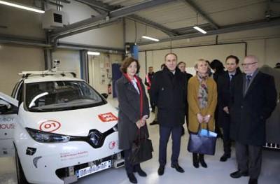 Anne-Marie Idrac (à gauche) lors de sa visite du Rouen Normandy Autonomous Lab.