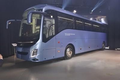 Le 9700 adopte dorénavant des lignes plus aérodynamiques que son prédécesseur,.