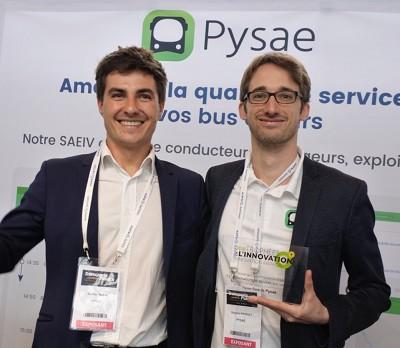 Nicolas Jaulin et Grégoire Piffault, co-dirigeants de Pysae avec le trophée d?Innovation ITS.