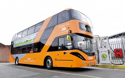 Le double étage Scania-Alexander Dennis est le 53e bus du parc roulant au biogaz à Nottingham.