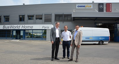 De gauche à droite : Holger Duerrfeld, président EvoBus France, Benoît Marchadier, responsable du BusWorld Home Paris et Flavio Chierici, directeur service EvoBus France.