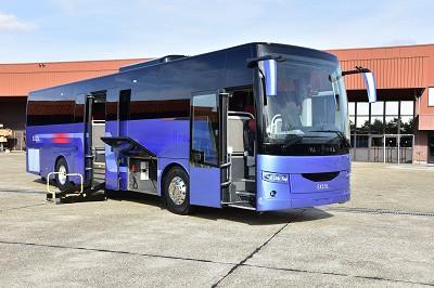 L'EX 15 L est doté de soutes et d'un elévateur à la porte médiane pour UFR.