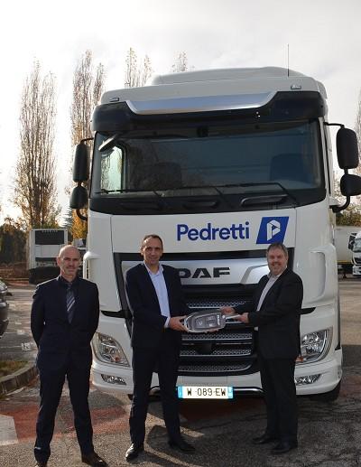 De g. à d. : Christophe Rollet, directeur de la concession Daf GSVI Lyon, Philippe Canetti, patron de Daf Trucks France et Cédric Pedretti, président du groupe Pedretti.