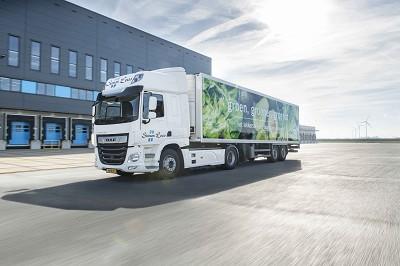 Deux transporteurs participent à un test grandeur nature en livrant les supermarchés de la chaîne Albert Heijn en Daf CF Electric..