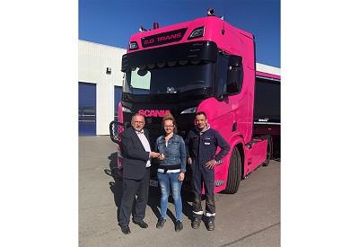 Jean-Pierre Delanghe, directeur Scannord (distributeur Scania), Sophie Deschildre et Thomas Van-den-abeele.
