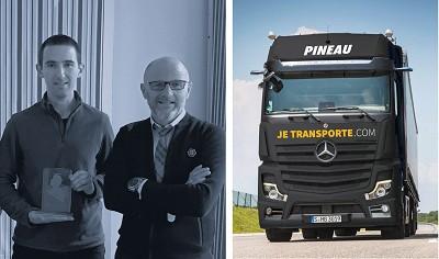 De g. à d. : Thomas Gaillard, conducteur de l'année (salarié par Pineau, une filiale de Mousset) et Frédéric Leblanc, PDG du groupe.