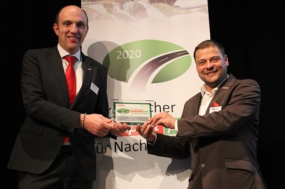 Thomas Eschey et Michael Müller, heureux de se voir remettre le prix dans l'importante catégorie des semi-remorques.