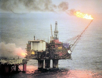 Plateforme pétrolière en Norvège (mer du Nord), le plus grand gisement à Statfjord découvert en 1974 par Mobil (photo X D.R.)