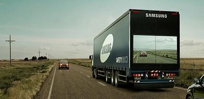 Le Safety Truck testé en Argentine par Samsung en 2015 était très utile pour doubler un camion puisqu'on voyait ce qui se passait devant (en non à l'arrière, comme sur le système Valeo ci-dessus et ci-dessous)..