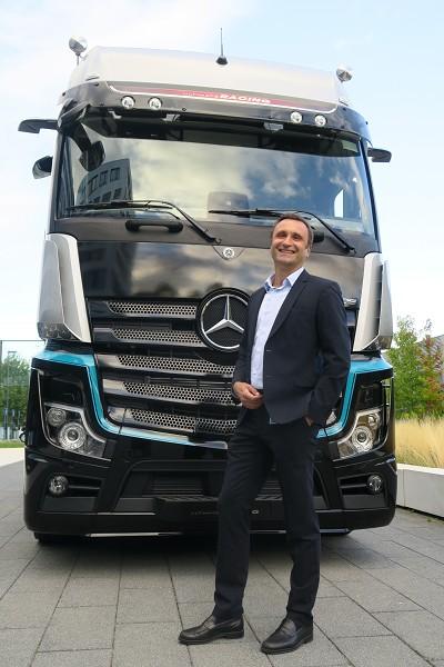 Le nouveau patron de Mercedes-Benz Trucks France, Henry Paccalin...