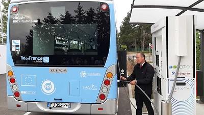L'un des deux bus hydrogène Van Hool roulant dans les Yvelines.