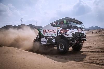 L'un des trois Renault Trucks MKR en course sur le Dakar. Celui-ci est l'unique camion hybride du Dakar.