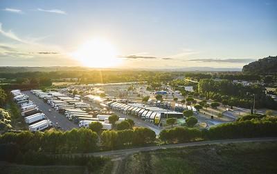 Para permitir que el servicio Docstop encuentre un médico lo más cerca posible de los conductores enfermos, Vinci ha incluido en el servicio DocStop los espacios de estacionamiento de servicio pesado disponibles en su red.