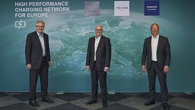 De gauche à droite Martin Daum, PDG de Daimler Truck, Matthias Gründler, président du groupe Traton et Martin Lundstedt, président du groupe Volvo.